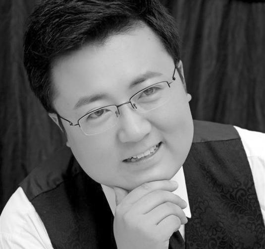 Head shot of Yan-Long Kang